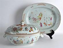 A GOOD 18TH CENTURY CHINESE EXPORT FAMILLE ROSE TU