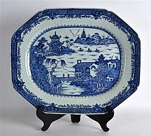 A LARGE 18TH CENTURY CHINESE BLUE AND WHITE MEAT D