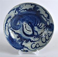 AN EARLY 18TH CENTURY CHINESE BLUE AND WHITE DISH