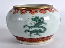 A LOVELY 19TH CENTURY CHINESE PORCELAIN BRUSH WASH