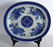 AN 18TH CENTURY CHINESE EXPORT BLUE AND WHITE MEAT
