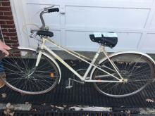 JD Womenâ??s 5 speed bicycle white - missing kick stand
