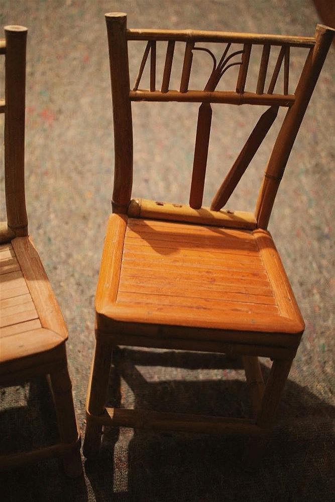 Deux petites chaises d enfant en bambou for Chaise medaillon enfant