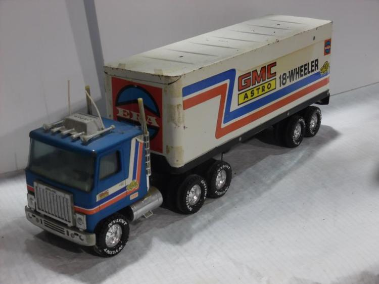 18 Toy Trucks : Gmc astro wheeler toy truck