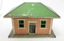 Lionel #122 Tin Plate Waiting Room Accessory Train Building. Missing Chimneys