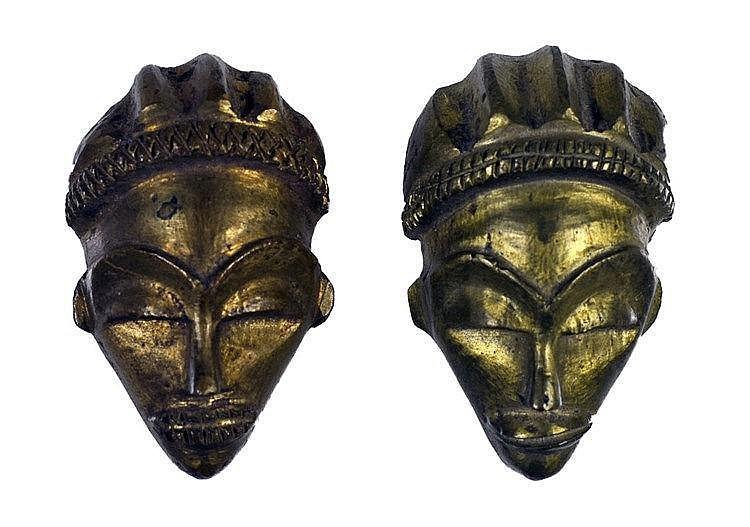 Petits masques en bronze IKOKO-PENDE. Bronze coulé au sable. Deuxième moiti