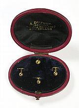 Ensemble de 4 boutons de chemise en or 18 ct dans leur écrin en cuir rouge