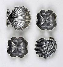 Lot de 4 petits coupelle en argent 925 patiné: deux figurant un trèfle à qu