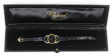 Montre de dame années 60 en or 18 ct, cadran ovale, fond noir. Bracelet en