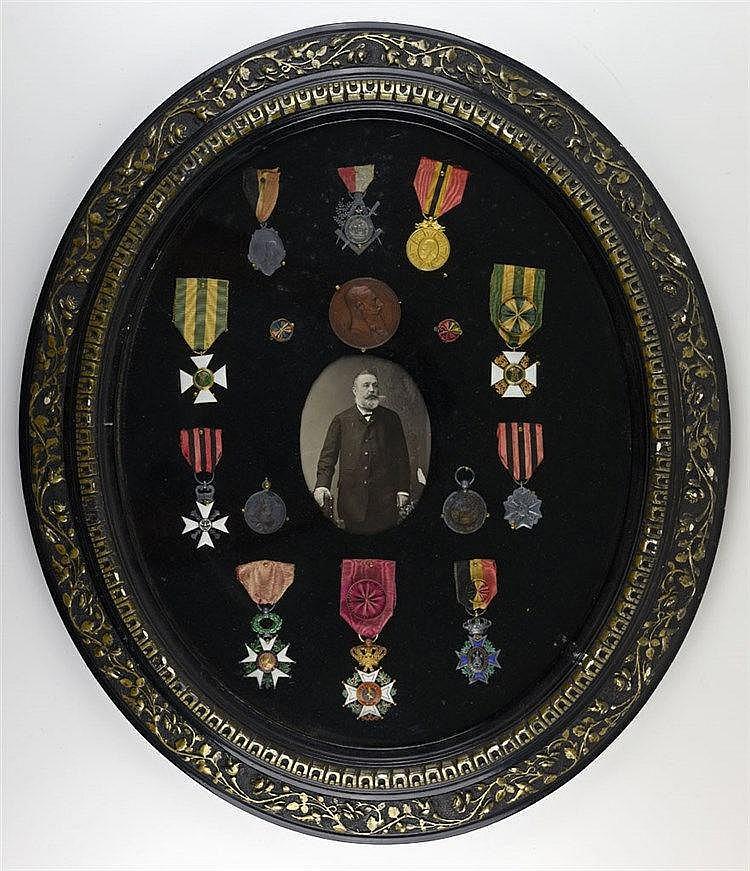 Groupe ayant été décerné à Emile Tandel né en 1838. Dix décorations dont un