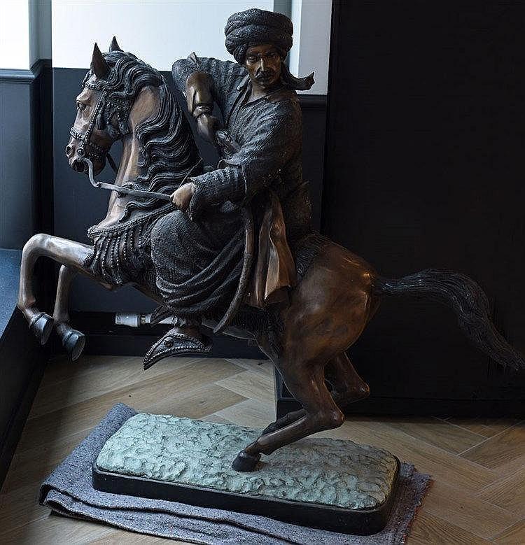 Cavalier Turc Statue en métal 118 cm x 127 cm x 40 cm
