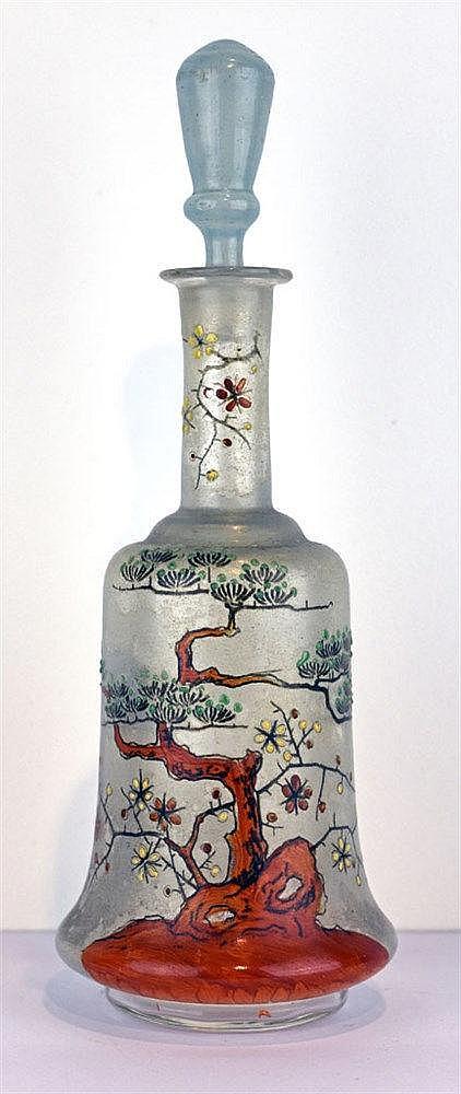 Carafe à décor émaillé japonisant de bonsaï en fleur sur fond translucide b