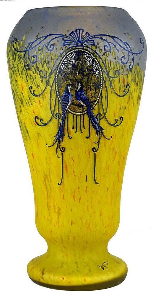 Vase conique sur piédouche à col rentré
