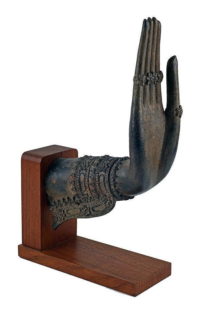 En zamac patiné sur socle en bois ; 30 x 18 cm