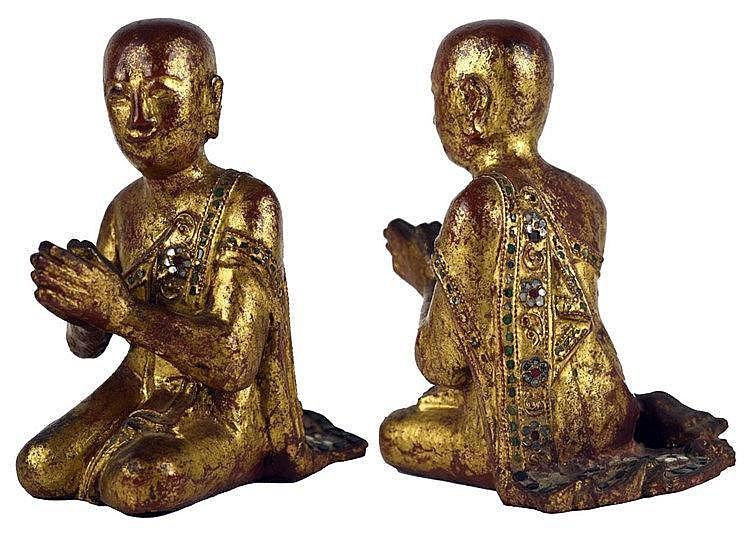Homme à genoux, les mains jointes, travail birman du début du XXème ; 22 x