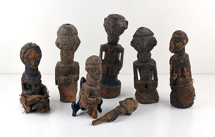Lot de 7 statues SAPO. Congo. Début XXe