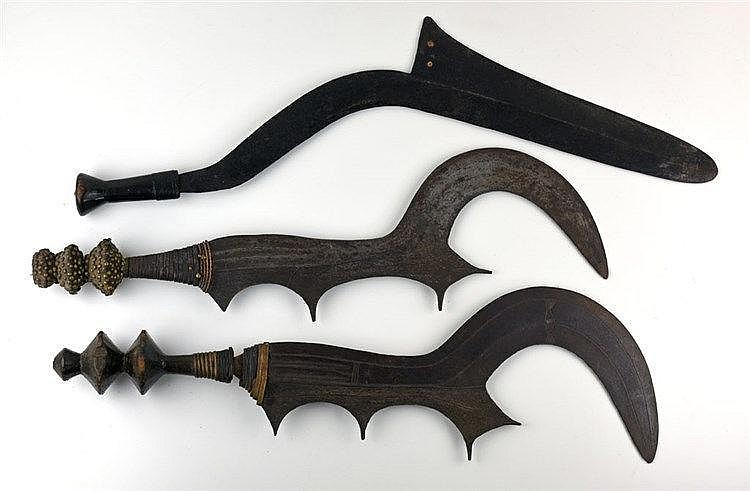 Lot de 3 couteaux. Nord Congo. Début XXe