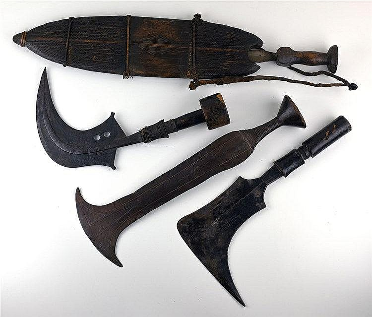 Lot de 4 couteaux LUBA et MANGBETU. Première moitié du XXe