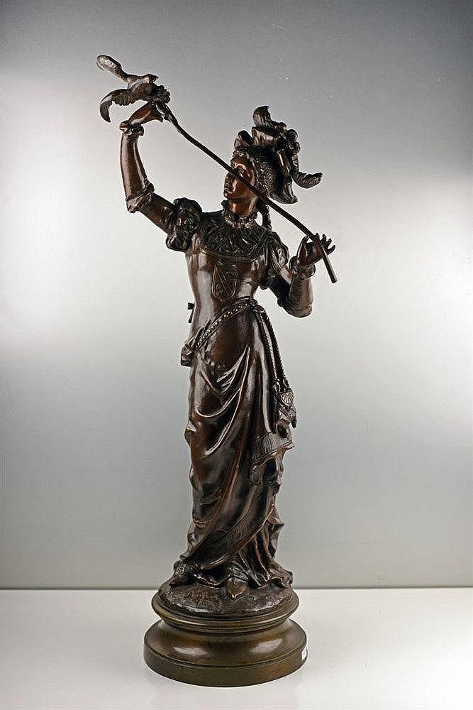 Sculpture en bronze représentant La fauconnière sur socle en bronze, signée