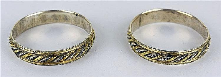 Paire de bracelets marocains rigides à côtes godronnées en or et argent, ch