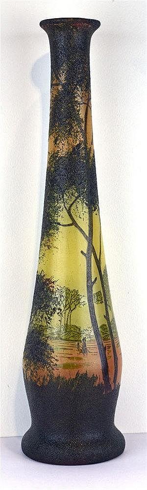 Vase ovoïde sur piédouche à col long au décor émaillé lacustre vosgien de f