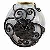 Vase en grès blanc/bleu feu avec décoration fer d'une fleur et boucles. Sig