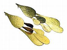 Paire de pendants d'oreille du designer Hubert Van Der Straeten en métal do