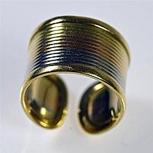 Bague anneau ouvert strié en or jaune, rose et blanc. Poinçon italien : 750