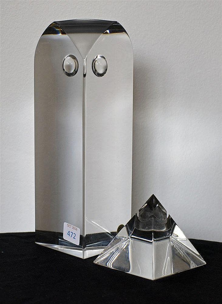 Hibou et pyramide en cristal hauteur du hibou 21 cm, de la pyramide 7 cm