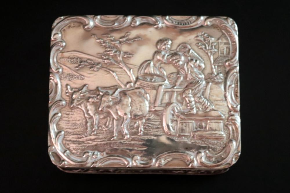Late 19th Early 20thC Silver German Snuff Box, Embossed Hing