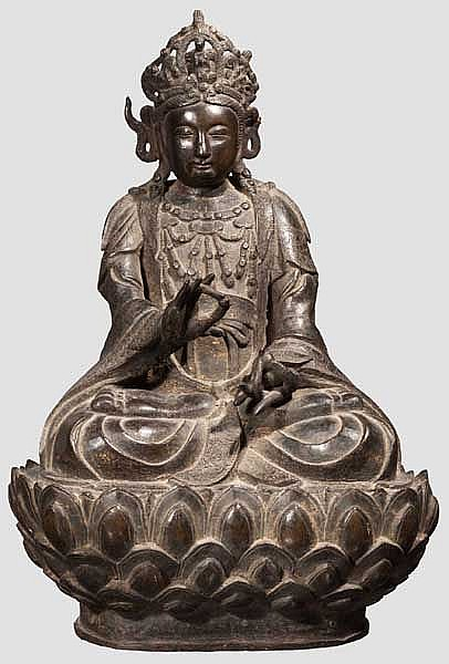 A Chinese bronze figure of Guanyin, Qing period