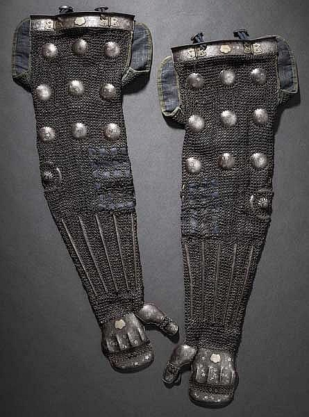 A pair of Kaga shinokote, 1st half of Edo period