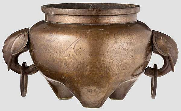 A Chinese bronze vessel with silver inlays, 19th century