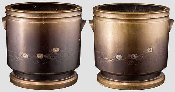 A pair of bronze cachepots, Meiji period