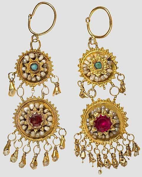 Ein Paar perlenbesetzte Goldohrringe, osmanisch, 19. Jhdt.
