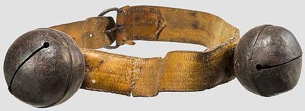 Perchtengürtel mit zwei Glocken, alpenländisch, 18./19. Jhdt.
