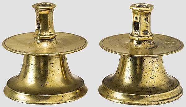 Ein Paar kleine Glockenfuß-Leuchter, Spanien um 1600
