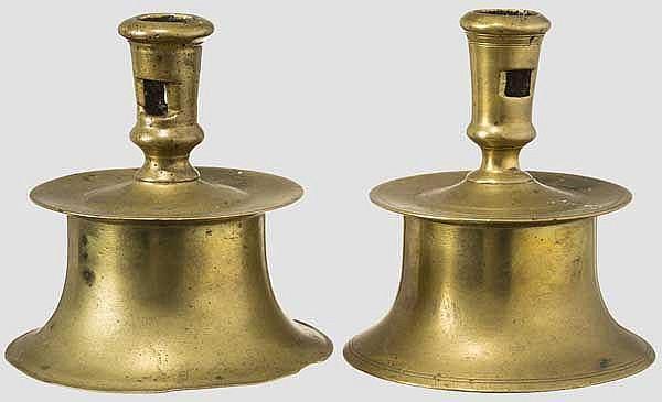 Zwei Glockenfuß-Leuchter, Spanien um 1600