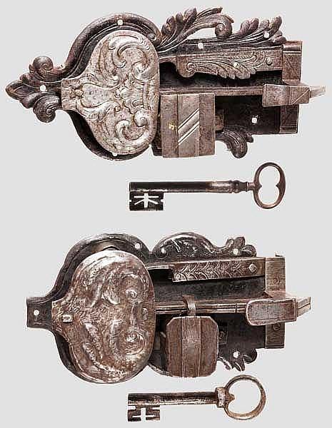Zwei Schrankschlösser, süddeutsch um 1720