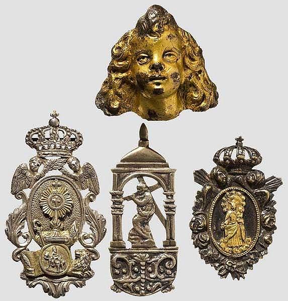Engelskopf, Italien, 16./17. Jhdt. und drei silberne religiöse Amulette