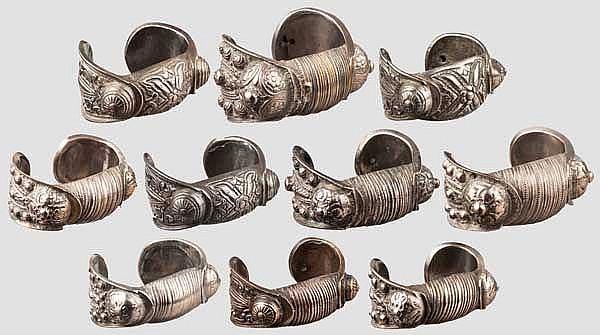 Zehn Armreife, griechisch um 1900