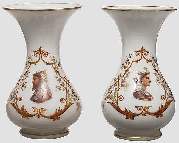 Zwei Opalinglas-Vasen mit orientalischen Motiven, 19. Jhdt.