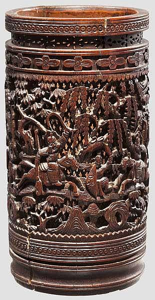 Durchbrochen geschnitzter Pinselbehälter (Bitong), China um 1900