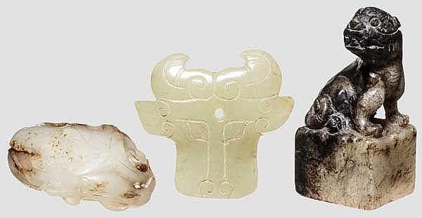 Drei Jadeteile, China, 20. Jhdt.
