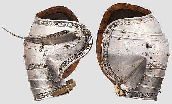 Ein paar geätzte Schultern für einen Feldharnisch, süddeutsch um 1540/50