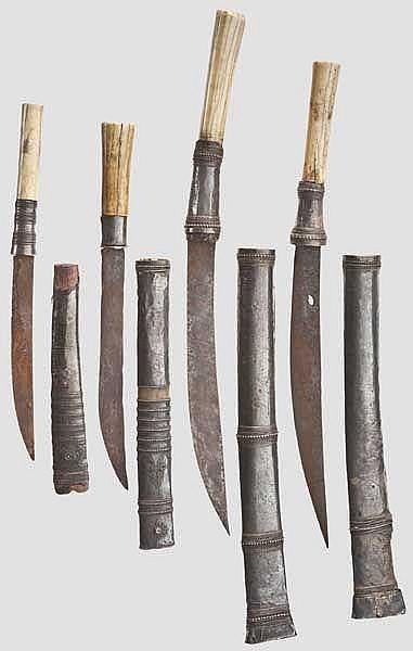 Vier silbermontierte Dha, Burma um 1900