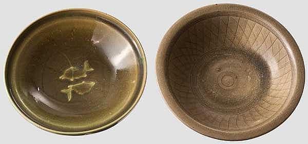 Zwei grün glasierte Schalen, China oder Korea, 19./20. Jhdt.