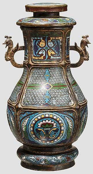 Bronzevase in Hu-Form mit Cloisonné-Dekor, China, Qing-Dynastie