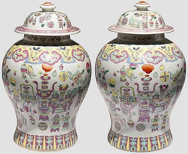 Ein Paar Deckelvasen, China, 1. Hälfte 20. Jhdt.