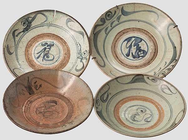 Vier Porzellanteller, China oder Korea, 18./19. Jhdt.